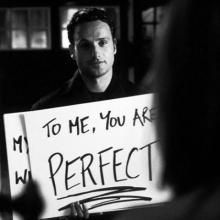 BONNE ANNÉE 🎉 - Pour nous vous êtes parfaites. Pas de bonnes résolutions cette année, ne changez rien, on reprend 2020 et on recommence 🥰⠀⠀⠀⠀⠀⠀⠀⠀⠀ Qui a regardé Love Actually au mois de décembre ?⠀⠀⠀⠀⠀⠀⠀⠀⠀ -⠀⠀⠀⠀⠀⠀⠀⠀⠀ #bonneannee #happynewyear #tomeyouareperfect #loveactually